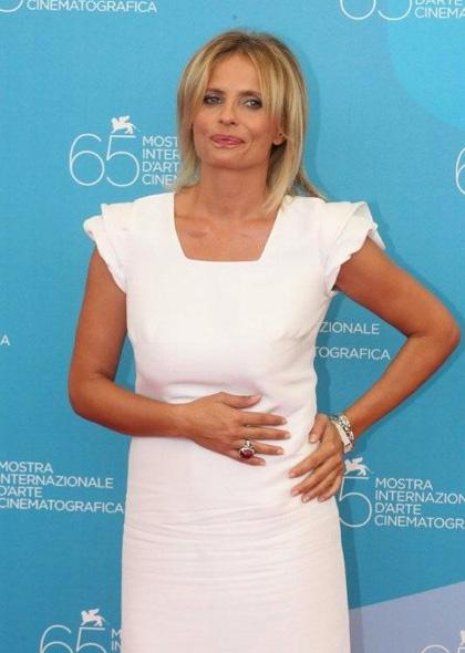 In foto Isabella Ferrari (54 anni) Dall'articolo: Un giorno perfetto: Photo call.