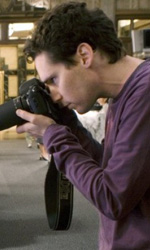 Bryan Singer: perché i suoi film basati sui comics sono apprezzati - Bryan Singer e l'attore Sam Huntington sul set