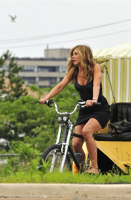 Casidy (Jennifer Aniston)