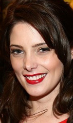 Twilight: le foto dei party a Los Angeles e New York City - Ashley Greene (Alice) posa col dvd