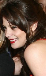 Twilight: le foto dei party a Los Angeles e New York City - Ashley Greene (Alice) posa con una fan