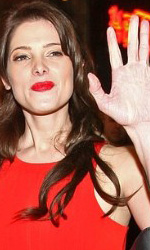 Twilight: le foto dei party a Los Angeles e New York City - Ashley Greene (Alice) saluta i fan