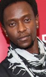 Twilight: le foto dei party a Los Angeles e New York City - Edi Gathegi (Lauren) mentre posa per le foto