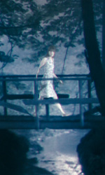 Antichrist: prime immagini - Charlotte Gainsbourg sul ponte