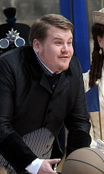 Gulliver's Travels: prime immagini dal set - James Corden mentre prende la palla