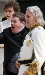 Gulliver's Travels: prime immagini dal set - Connolly e Corden in una scena