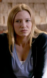 Fringe: confermata la seconda stagione - Anna Torv interpreta l'agente Olivia Dunham