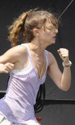 Hesher: le foto dal set di Natalie Portman e Joseph Gordon-Levitt - Natalie Portman e Devin Brochu durante la scena di bullismo