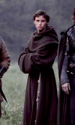 Black Death: prime immagini del nuovo film di Sean Bean - Ulric (Sean Bean) e Osmund (Eddie Redmayne) in una scena