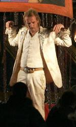 Passion Play: prime foto dal set del bacio tra Rourke e la Fox - Rhys Ifans in una scena del film