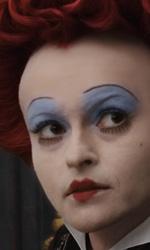 Alice in Wonderland: nuove featurette e 'Almost Alice' di Avril Lavigne - 6� fase della Regina di Cuori