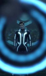 Tron Legacy: un nuovo sito virale porta alla scoperta del teaser trailer ufficiale - Sam nell'arena
