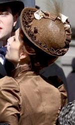 Bel Ami: le foto di Pattinson sul set di Londra e di Budapest - Pattinson e Kristin Scott Thomas sul set