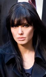 Salt: nuove immagini di Angelina Jolie e secondo trailer - Evelyn Salt (Angelina Jolie) catturata dalla polizia