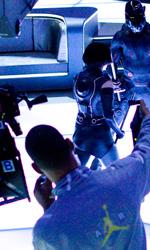 Tron Legacy: il gruppo di Flynn Lives invade la conferenza della Encom - Olivia Wilde (Quorra) e Garrett Hedlund (Sam Flynn) sul set