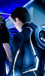Tron Legacy: il gruppo di Flynn Lives invade la conferenza della Encom - La Wilde, Kosinski,  Bridges ed Hedlund sul set