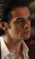 True Blood: prime immagini della terza stagione - Arriva la prima coppia di vampiri gay a True Blood