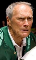 Clint Eastwood: l'uomo senza età - Il cowboy abbandona la scena imbracciando un fucile