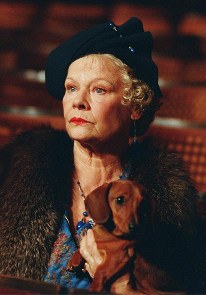 Lady Henderson presenta (2005)