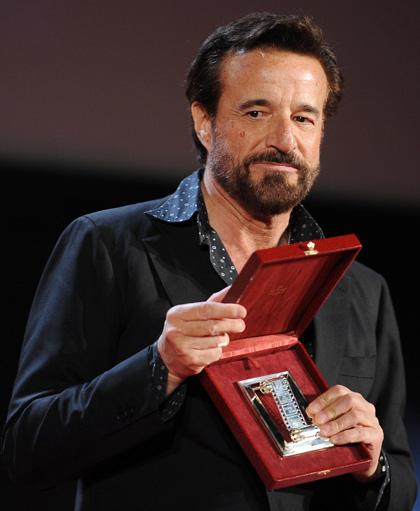 In foto Christian De Sica (67 anni) Dall'articolo: Nastri d'Argento 2010: vincono Virzì e Ozpetek.