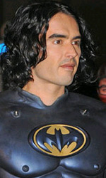Arthur: Russell Brand e Luis Guzman sono Batman e Robin - Russell Brand sul set