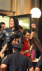 Arthur: Russell Brand e Luis Guzman sono Batman e Robin - Una scena del film