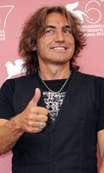 Niente paura: la parola a Luciano Ligabue - Per i giovani, sempre più spesso, una rockstar come te, diviene un punto di riferimento, cosa ne pensi?