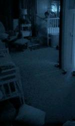 Paranormal Activity 2: gli easter egg nascosti nel trailer - Solo il bambino si vede nello specchio