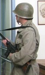 La storia di un amore - I militari a guardia dell'obitorio.
