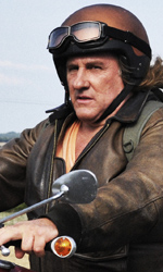 Un viaggio in moto con Depardieu - Serge perde per strada un'intera scatola di documenti