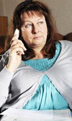 Un viaggio in moto con Depardieu - Catherine cerca invano di mettersi in contatto con il marito