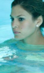 La movimentata notte di Keira e Sam - Eva Mendes in piscina