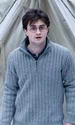 La featurette �Un epico finale� della 1a parte dei Doni della morte - Harry vede qualcosa fuori dalla tenda.