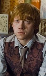 La featurette �Un epico finale� della 1a parte dei Doni della morte - Hermione, Ron e Harry sul divano di casa Weasley dopo aver ricevuto da Scrimgeour i doni del testamento di Dumbledore (Silente).