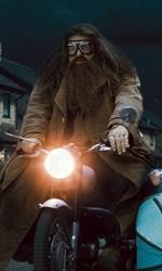 La featurette �Un epico finale� della 1a parte dei Doni della morte - Hagrid e Harry a bordo della moto di Sirius.