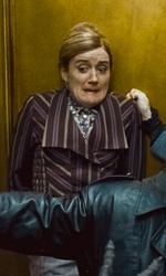 La featurette �Un epico finale� della 1a parte dei Doni della morte - Harry nell'ascensore del ministero mentre protegge dai Dementors (Dissenatori) Hermione nei panni di Mafalda Hopkirk, Mary Cattermole e Ron nei panni di Reg Cattermole.
