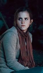 La featurette �Un epico finale� della 1a parte dei Doni della morte - Hermione mentre fa la guardia.