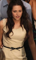 Primo bacio di Edward e Bella sul set di The Twilight Saga: Breaking Dawn - Kristen Stewart e Robert Pattinson durante le riprese.