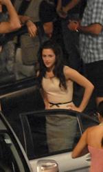 Primo bacio di Edward e Bella sul set di The Twilight Saga: Breaking Dawn - Robert Pattinson e Kristen Stewart durante le riprese.