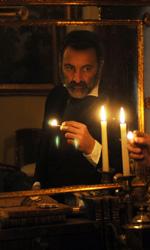 La fotogallery di Noi Credevamo - In primo piano Antonio Gallenga, dietro di lui nello specchio Angelo.
