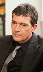 Foto ufficiali del film Incontrerai l'uomo dei tuoi sogni - Antonio Banderas inetrpreta Greg.