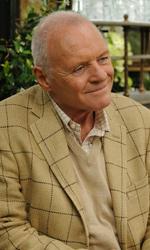 Foto ufficiali del film Incontrerai l'uomo dei tuoi sogni - Anthony Hopkins interpreta Alfie.