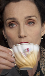 La fotogallery del film Nowhere Boy - Kristin Scott Thomas interpreta Mimi.