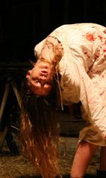 Film nelle sale: dove si � cacciato l'uomo dei sogni? - Ashley Bell interpreta Nell Sweetzer nel film di Daniel Stamm, L'ultimo esorcismo.