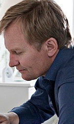 La fotogallery del film In un mondo migliore - Susanne Bier, regista di In un modo migliore, riceve il premio Oscar per il miglior film straniero.