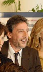 Una commedia progressista contro i cinepanettoni - Sergio Castellitto con il cast al completo de La bellezza del somaro.