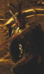 Trailer italiano e screenshoot del film Thor - Loki con il classico costume verde e l'elmetto.