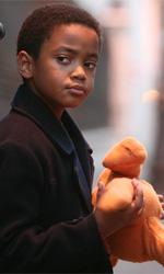La fotogallery del film Un altro mondo - Charlie con il suo pupazzo.