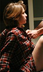 La fotogallery del film Un altro mondo - Andrea alle prese con la camicia di Livia.