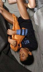 La fotogallery del film Un altro mondo - Andrea a letto con Livia e Charlie.